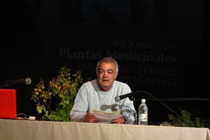 VII JORNADAS DE PLANTAS MEDICINALES PRESENTACIÓN DE D. ALFREDO AYALA  DEL TRABAJO EN  TELEVICIÓN  EN SENDEROS ISLEÑOS Y PROYECCIÓN DE  LOS ÚLTIMOS YERBEROS